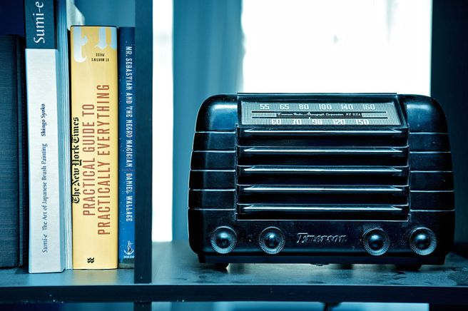 Source: http://commons.wikimedia.org/wiki/File:Old_Dusty_Radio_on_a_shelve_with_books_on_the_left.jpg